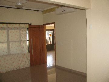 Alugar Casas / Padrão em Ribeirão Preto. apenas R$ 1.300,00