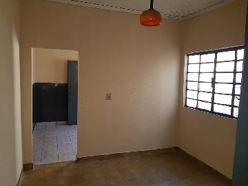 Alugar Casas / Padrão em Ribeirão Preto. apenas R$ 650,00