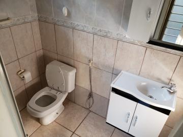 Alugar Casas / Padrão em Ribeirão Preto R$ 700,00 - Foto 11