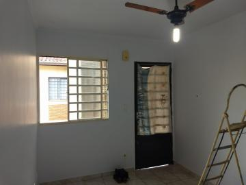 Apartamentos / Padrão em Ribeirão Preto Alugar por R$650,00