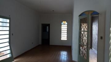 Alugar Casas / Padrão em Ribeirão Preto. apenas R$ 900,00